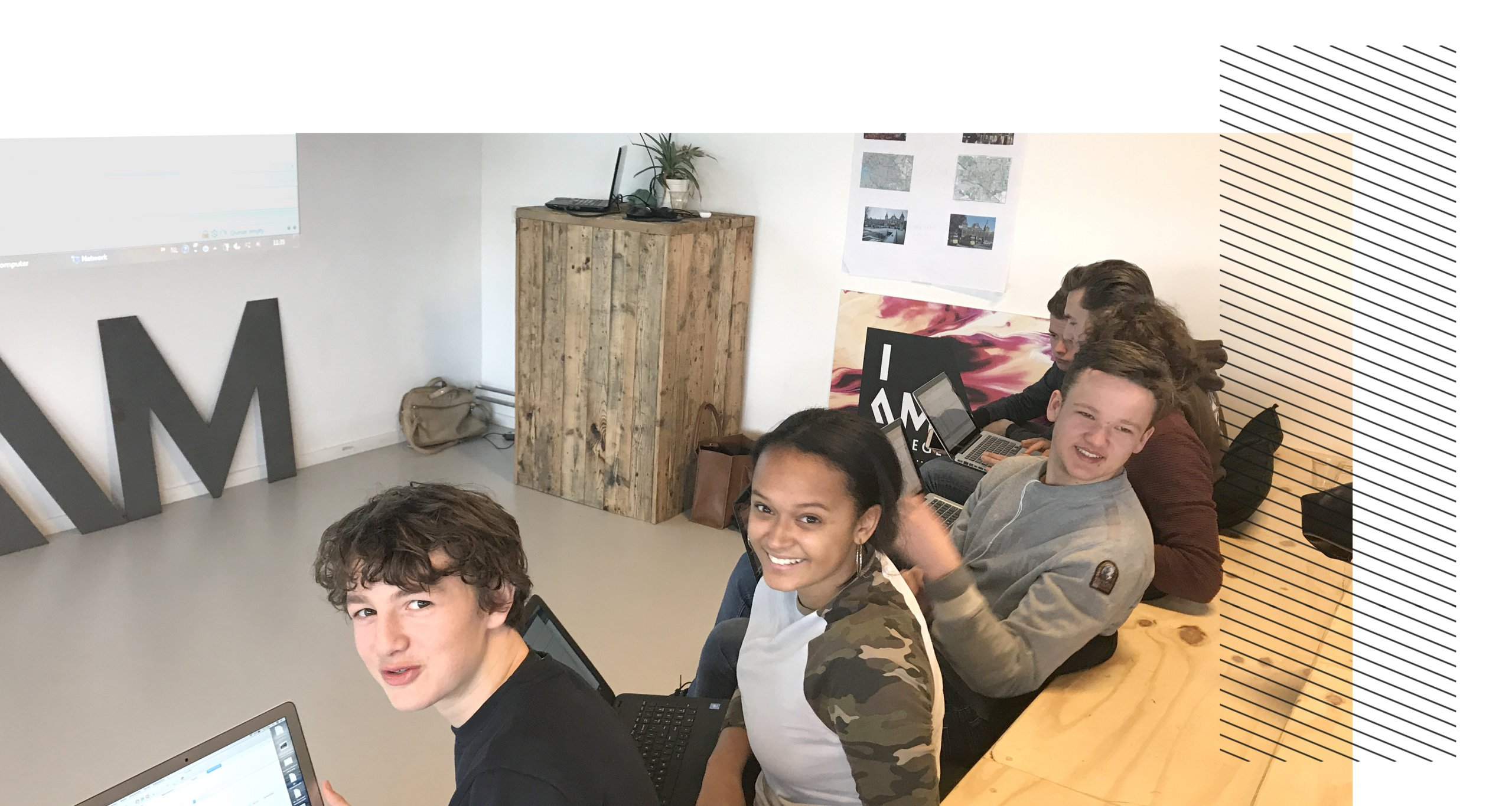 Julius, Jasmin, Tom, Jelle en Thomas in college
